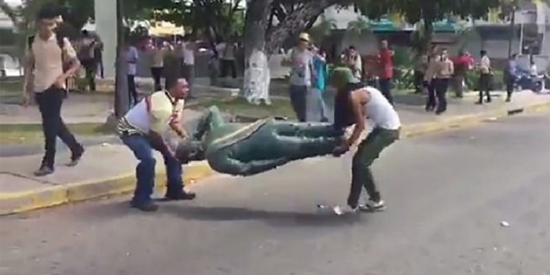 VIDEO FROM VENEZUELA: Here's A Statue That Needed To Come Down