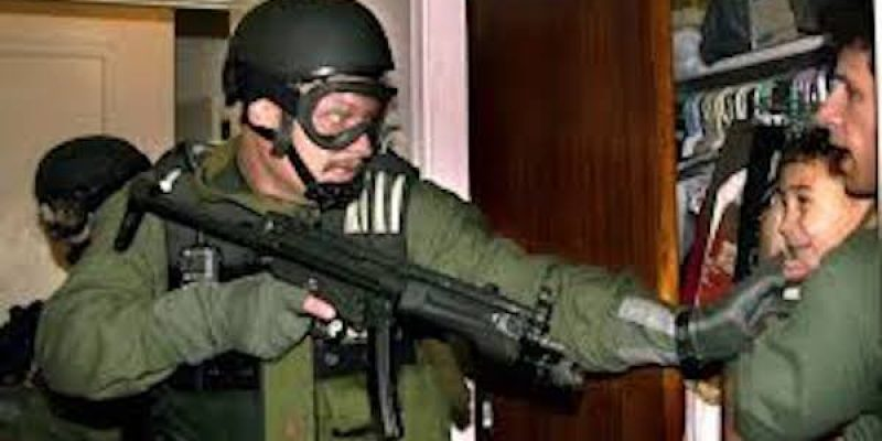 Flashback: Bill Clinton's federal agents remove 6 year-old Elian Gonzalez by gunpoint [video]
