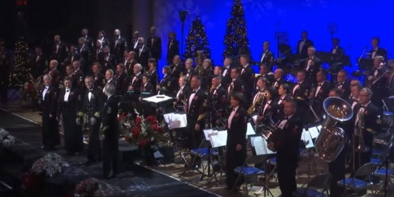 U.S. Navy Band spreads Christmas cheer [videos]