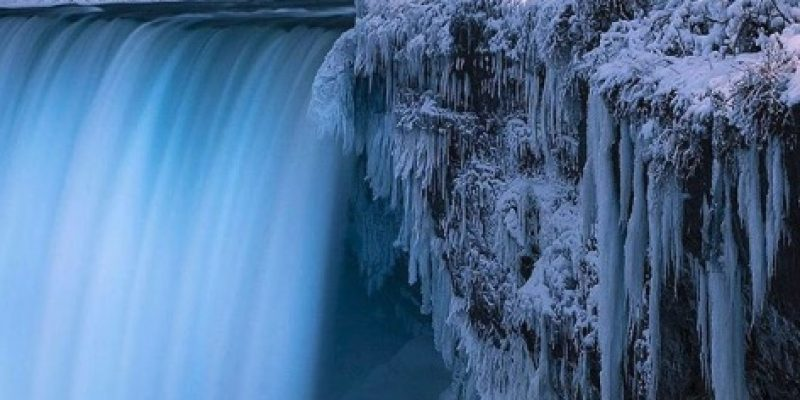 Incredible footage of a FROZEN Niagara Falls [videos]