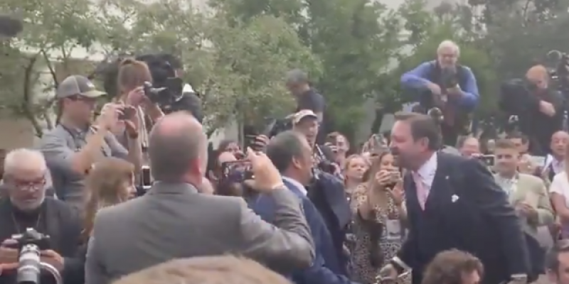 Nothing like a White House scuffle in the Rose Garden [videos]