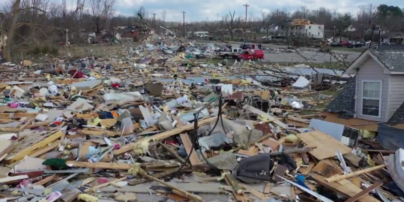 After massive tornadoes in Tennessee, cleanup continues, Trump coming Friday [video]